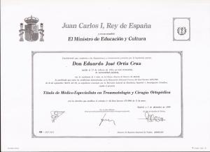 Título especialización traumatología y Cirugía Ortopedica